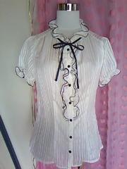 galfitシースルー×太細ストライプ柄襟&胸元タップリフリル&おリボンシャツ