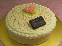 レース上のバラ、バターデコレーションケーキ