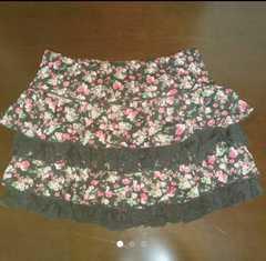 シフォンフリルミニスカート 花柄 ブラック系