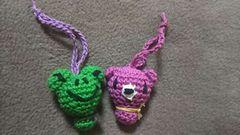 手編みのあみぐるみ、カエルとクマ