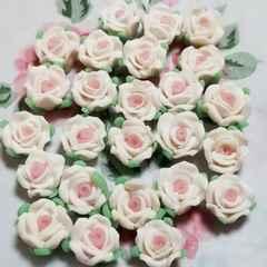8ミリ ☆ 25コ ☆ (ホワイト)樹脂薔薇