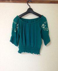 可愛い♪袖刺繍 短め丈 グリーン ブラウス シャツ Mサイズ