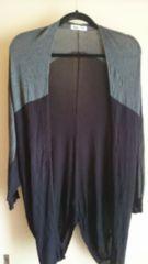■秋物美品黒×グレーバイカラードルマン袖薄手ニットカーデ■