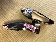 新品☆かかとパール☆スカラップ花柄パンプス☆24センチLサイズ