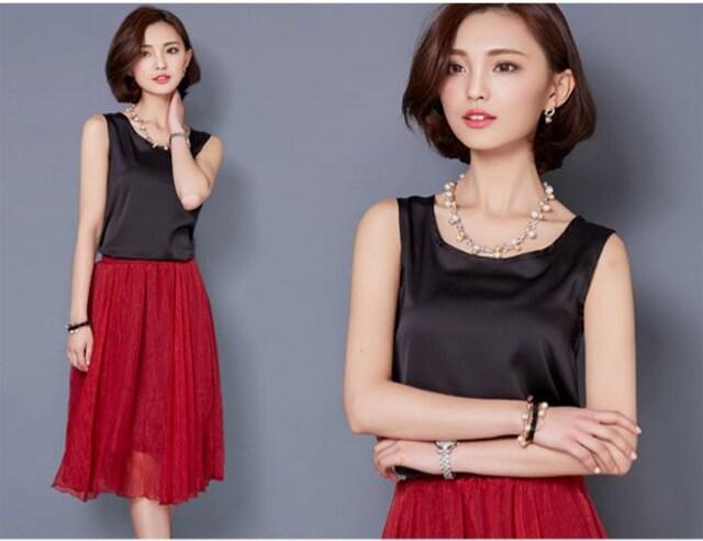 新品 光沢ノースリーブ ブラック Mサイズ  < 女性ファッションの