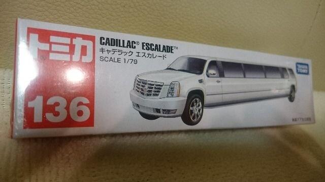 新品 トミカ 136 キャデラック エスカレード 1/79 < ホビーの