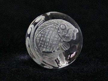 ☆夫婦鯉(右向き)の彫りビーズ☆天然水晶12mm@1個