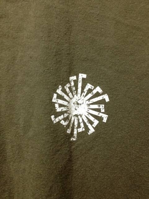 トルネードマート プリント 半袖Tシャツ Sサイズ カーキ 緑 ユーズド加工 日本製 古着 < ブランドの
