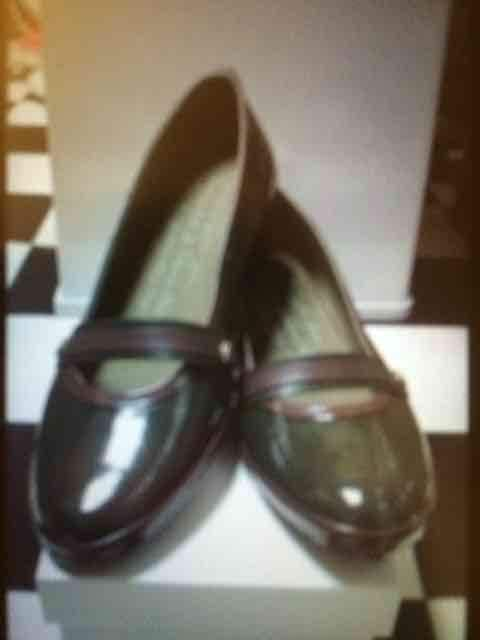 新品  レディースシューズ 靴 くつ  エナメル カーキ25.5�p  < 女性ファッションの